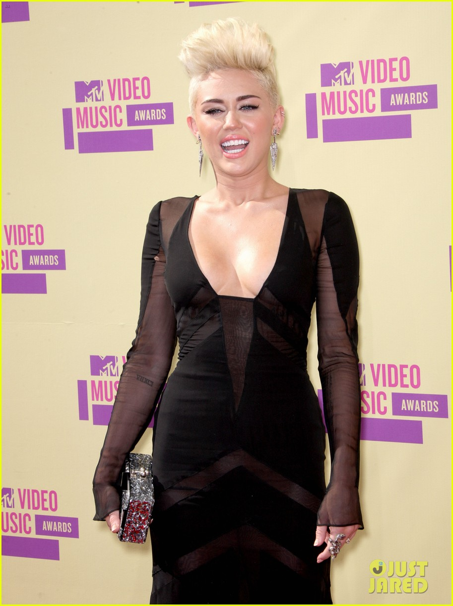 Image Result For Vmas Red Carpet