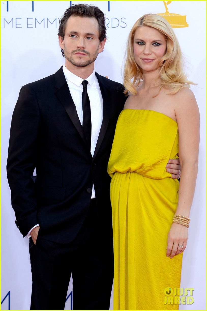 claire danes hugh dancy emmys 2012 red carpet 02