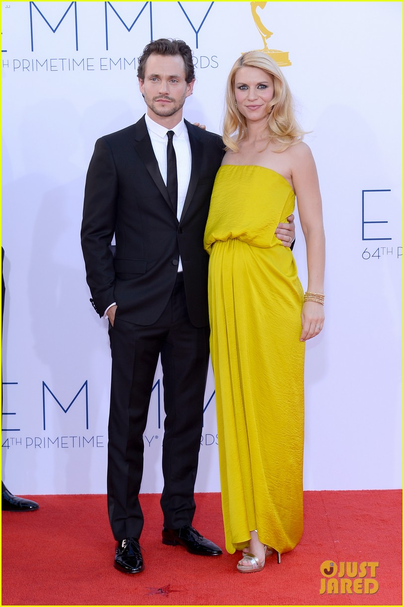 claire danes hugh dancy emmys 2012 red carpet 05