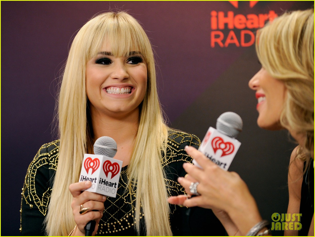 demi lovato iheartradio music festival presenter 03