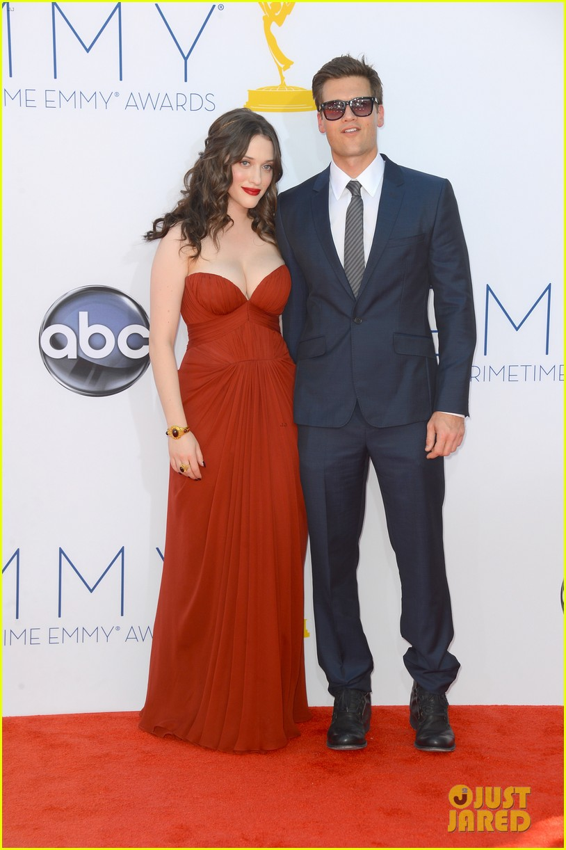kat dennings nick zano emmys 2012 red carpet 06