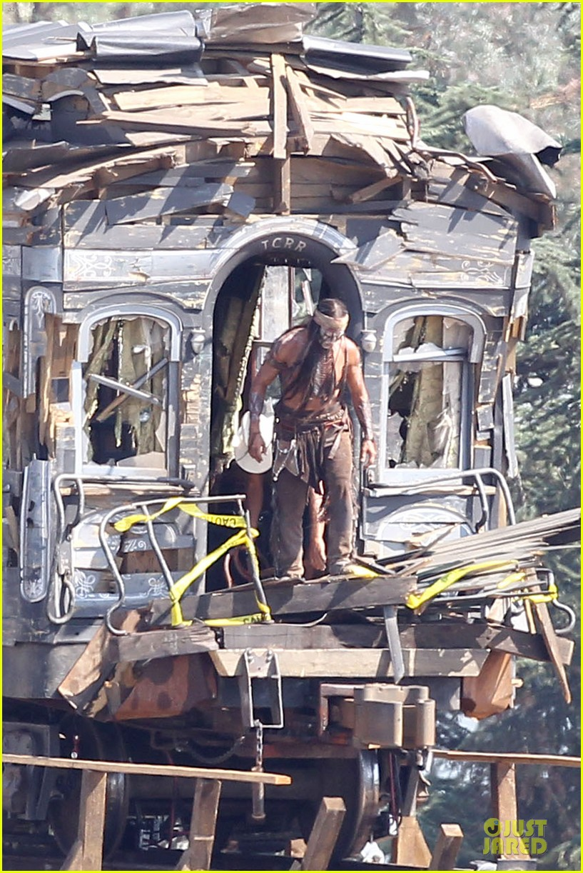 johnny depp armie hammer lone ranger set 01