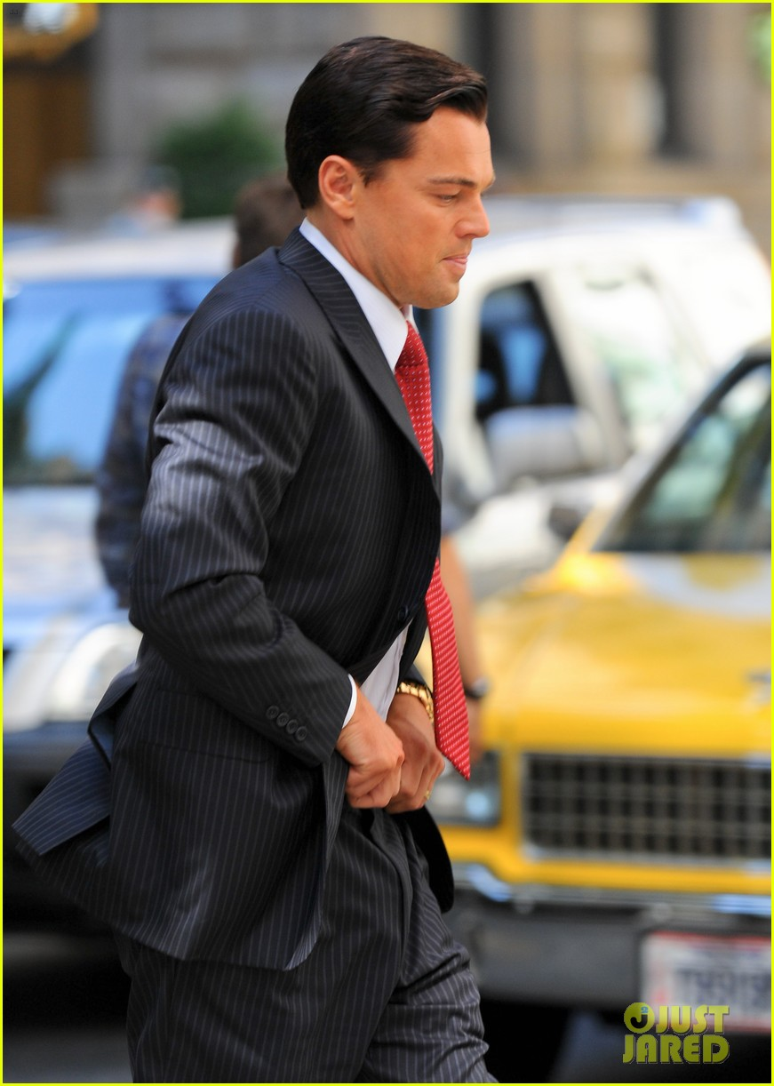leonardo dicaprio wolf of wall street set with margot robbie 31