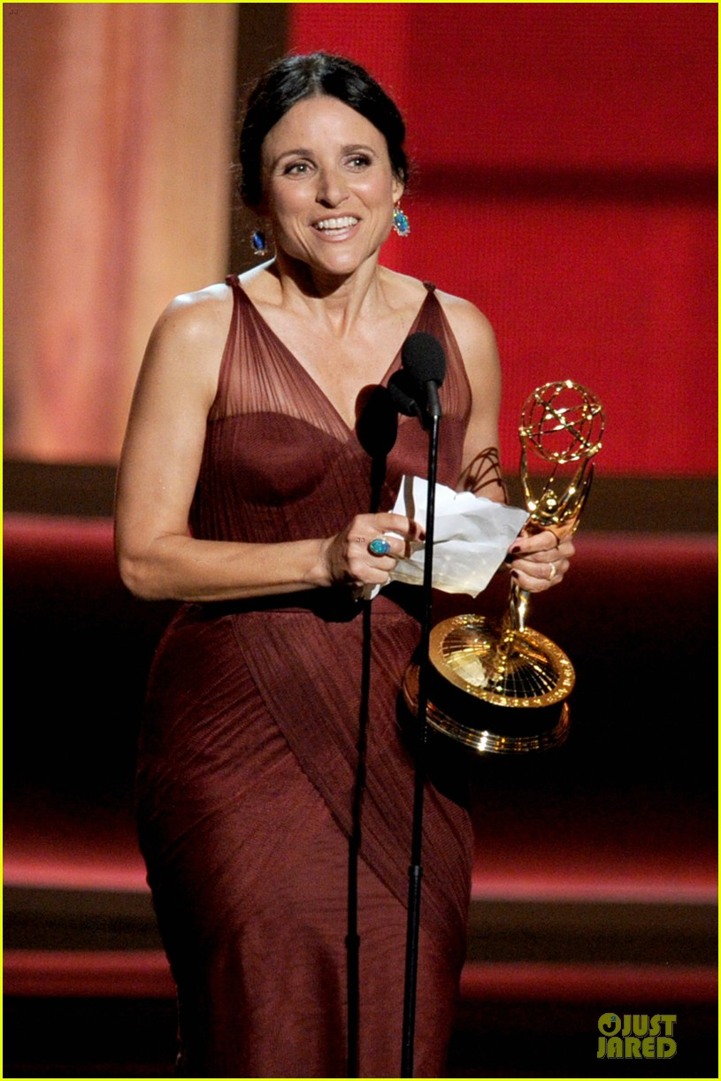 julia louis dreyfus anna chlumsky emmy awards 02