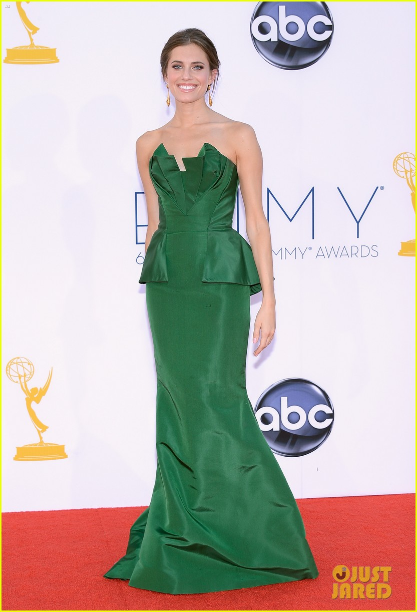 lena dunham allison williams emmys 2012 red carpet 092727256