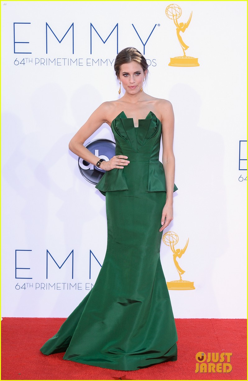 lena dunham allison williams emmys 2012 red carpet 122727259