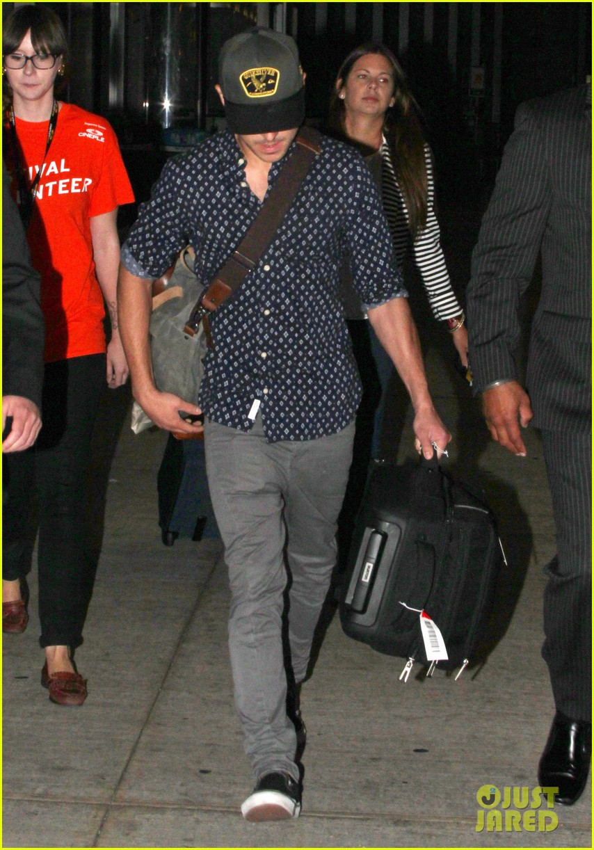 zac efron back to toronto for paperboy premiere 03