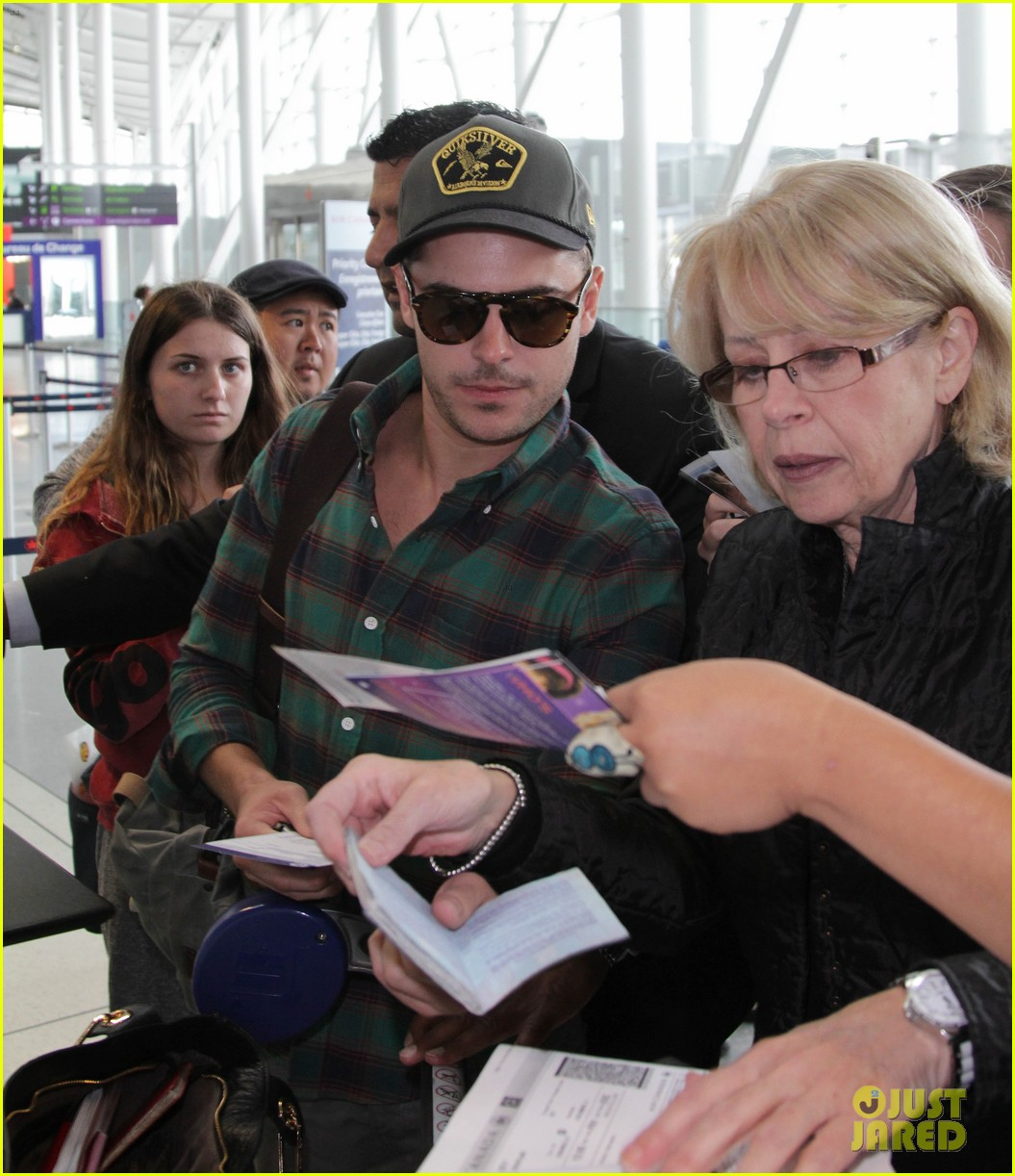 zac efron toronto takeoff 07