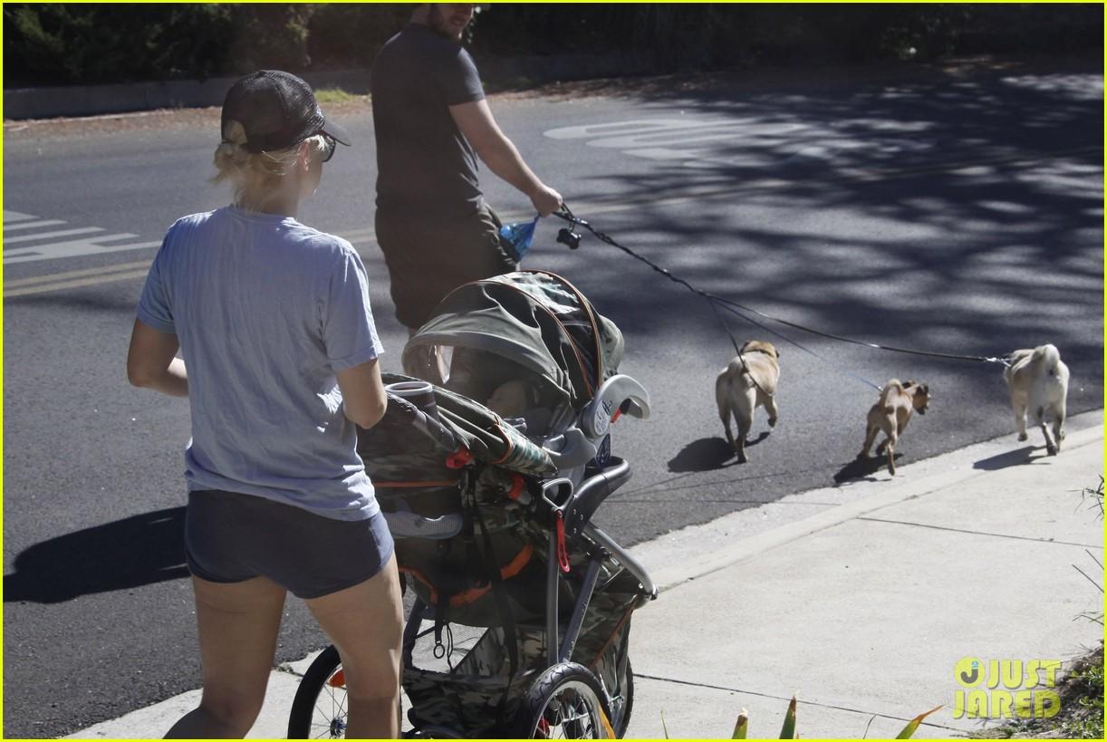 anna faris chris pratt strolling with baby jack 16