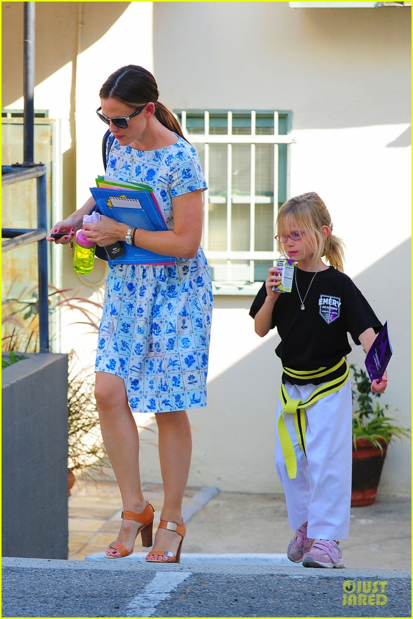jennifer garner karate class with violet 16