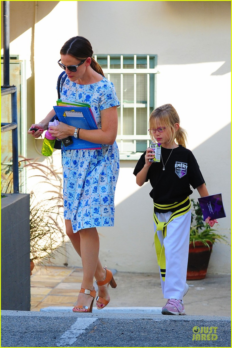 jennifer garner karate class with violet 22