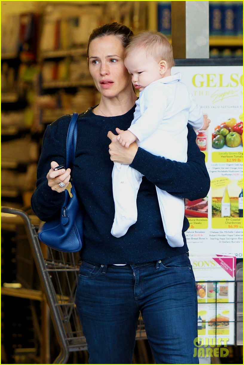 jennifer garner weekend outings with the kids 032728123