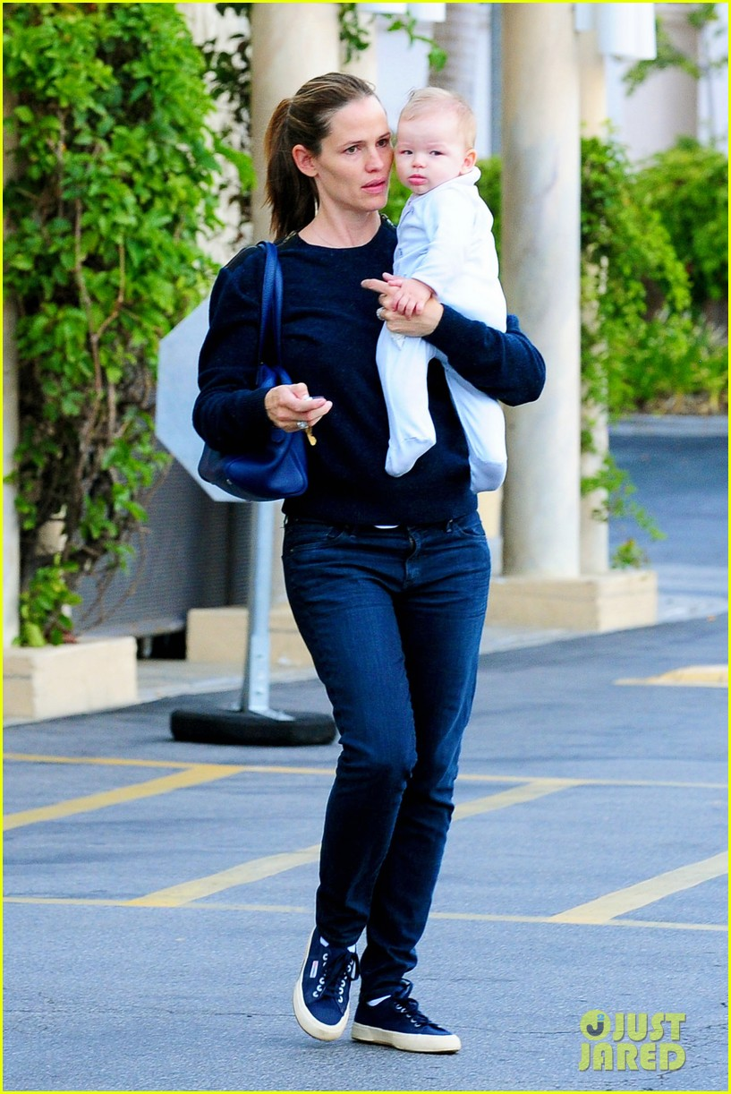 jennifer garner weekend outings with the kids 13