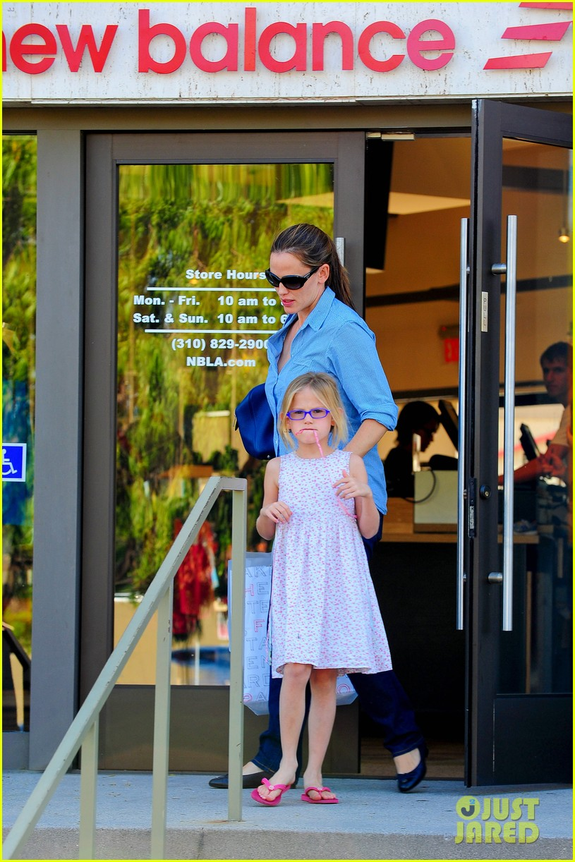 jennifer garner weekend outings with the kids 24