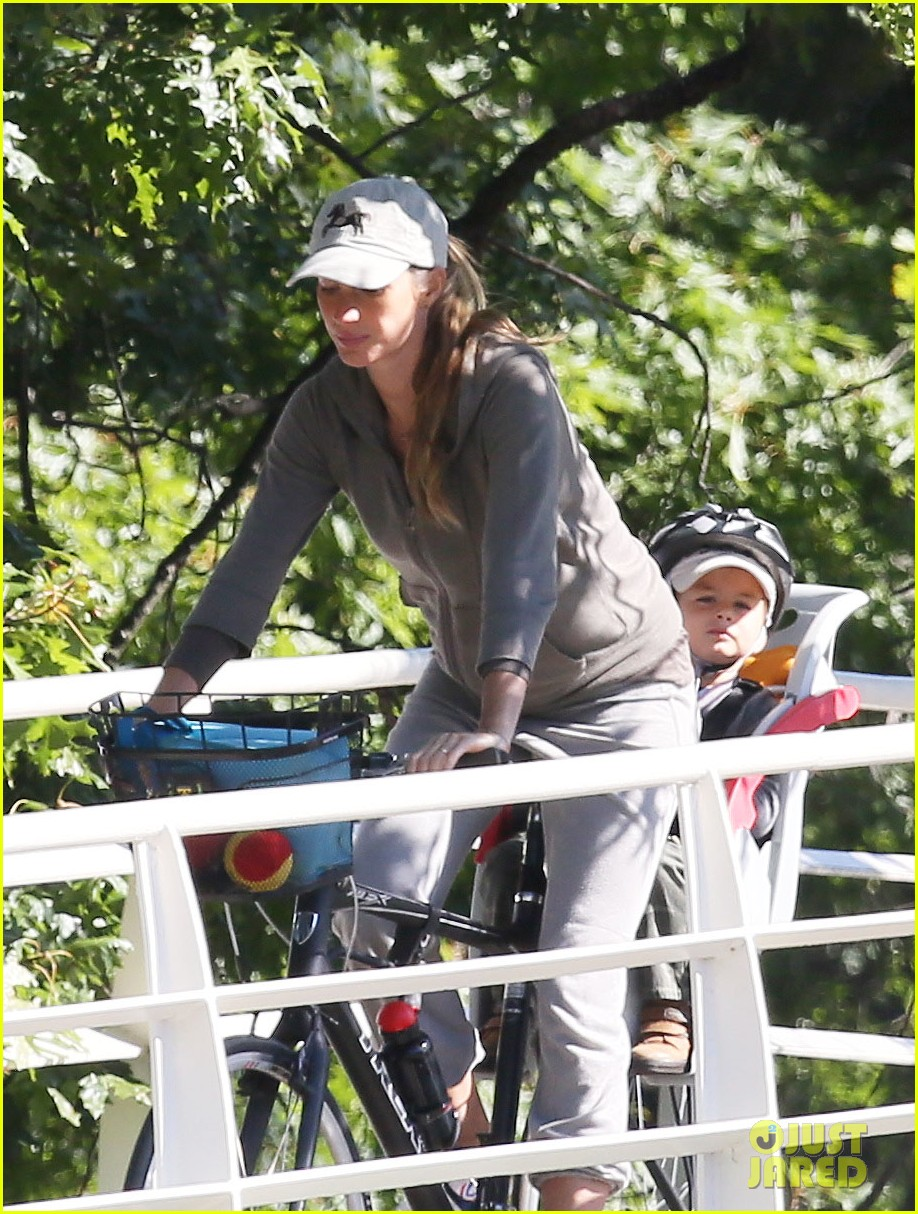 gisele bundchen bikes with benjamin 042727114