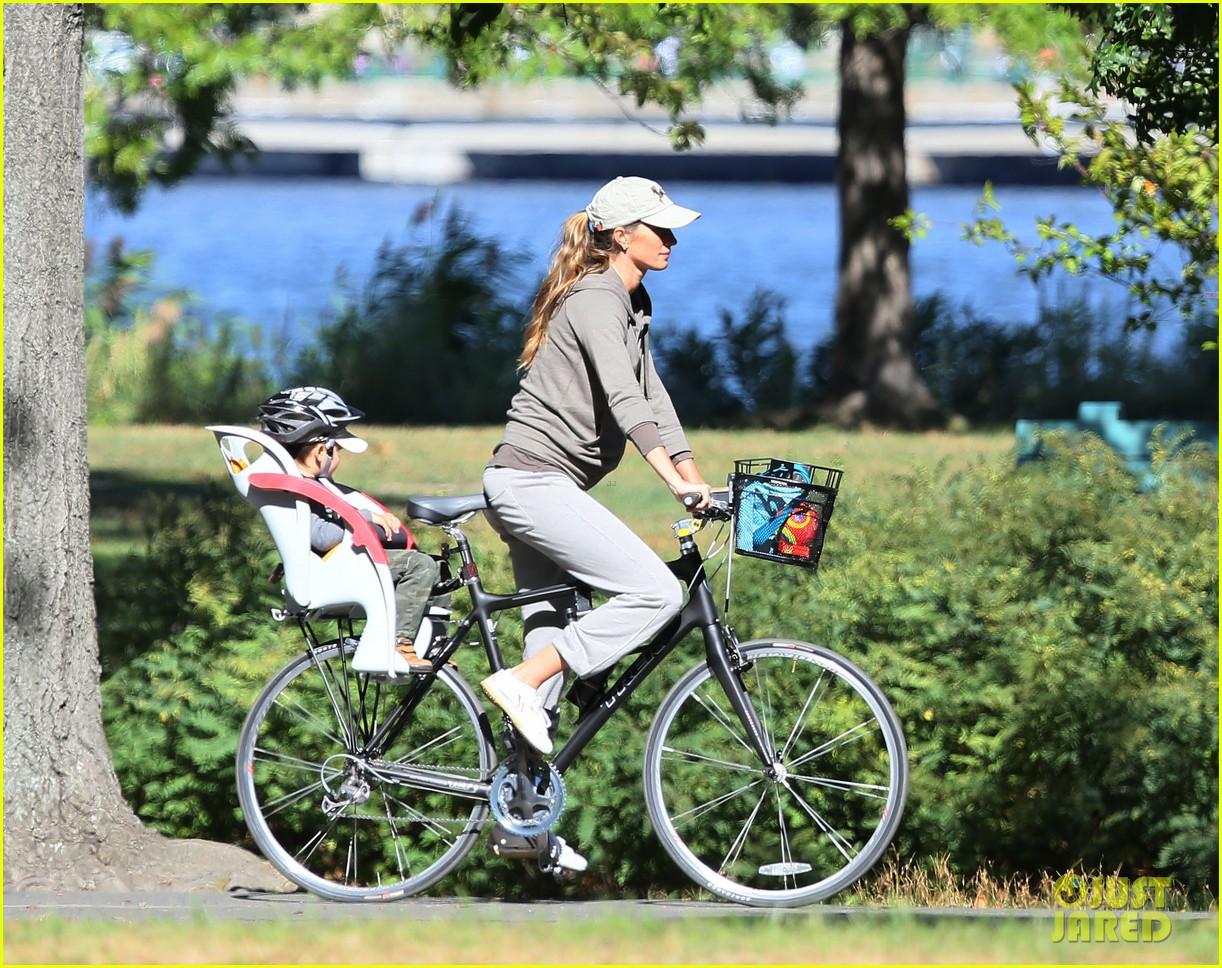 gisele bundchen bikes with benjamin 062727116