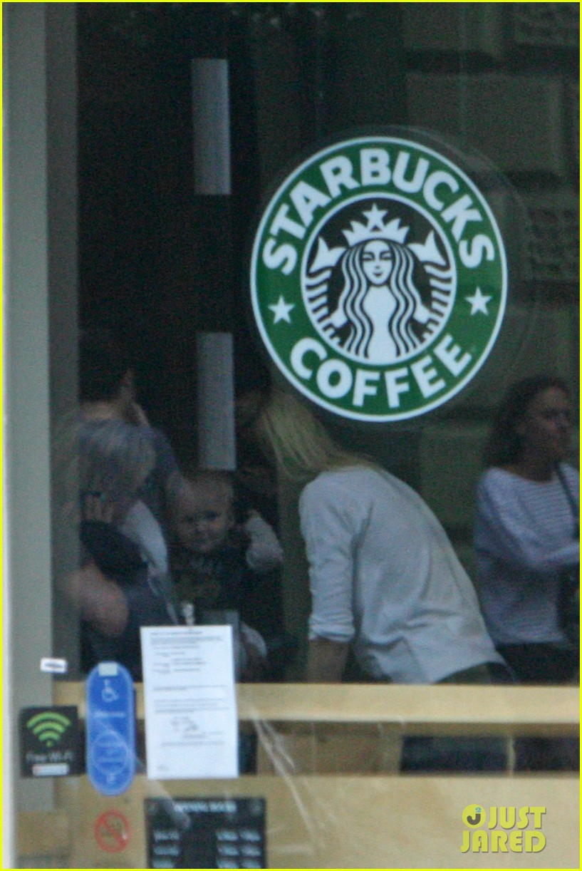 gwyneth paltrow starbucks apple moses 042712895