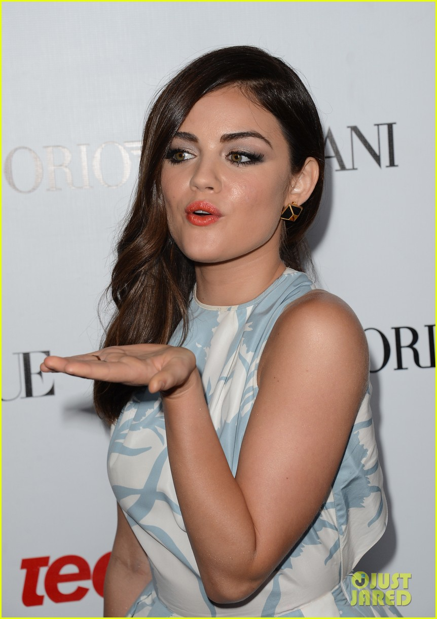 hailee steinfeld lucy hale vogue young hollywood party 02