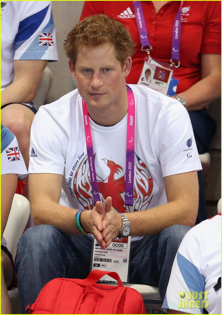 prince harry paralympics swimming spectator 02