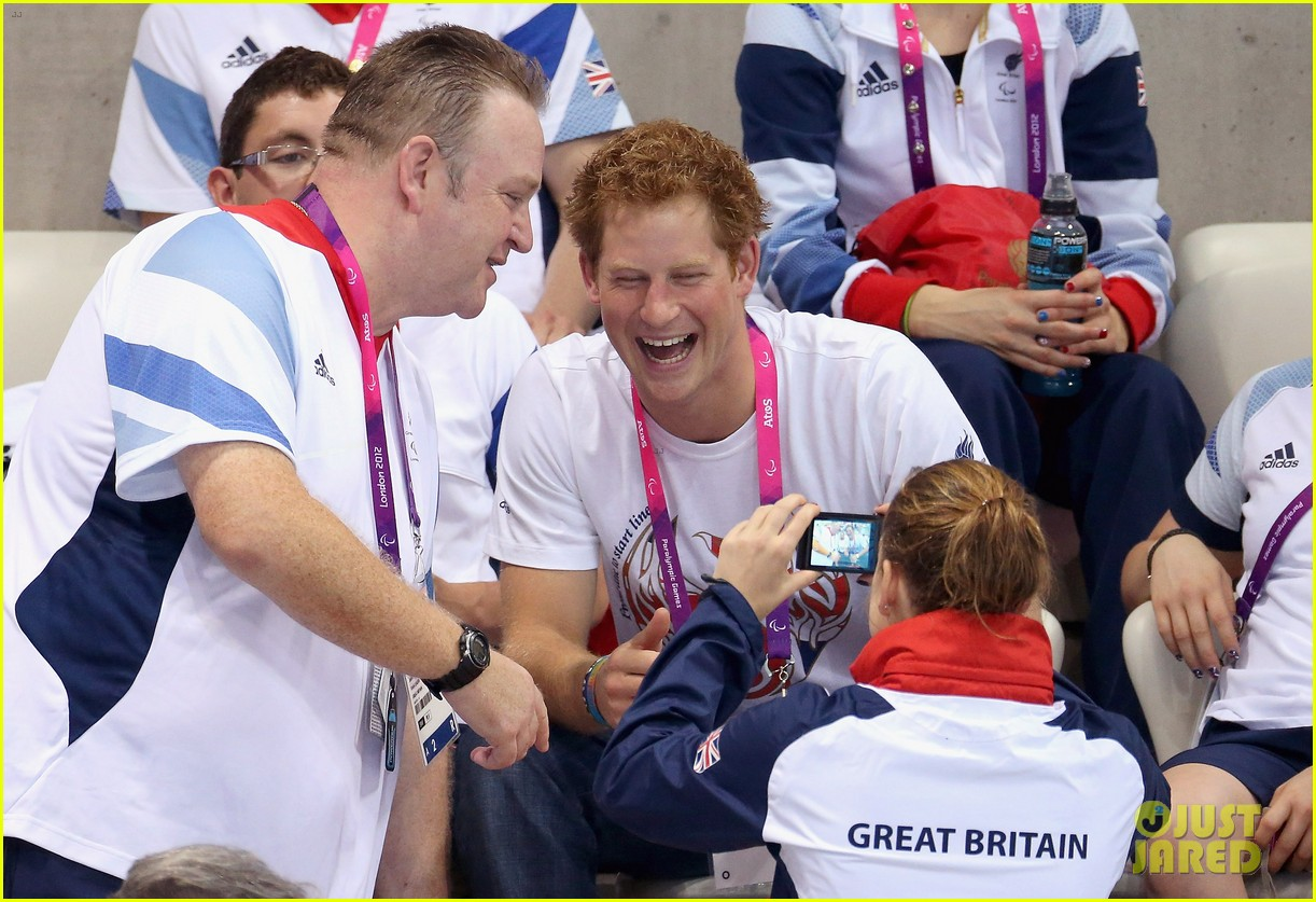 prince harry paralympics swimming spectator 31