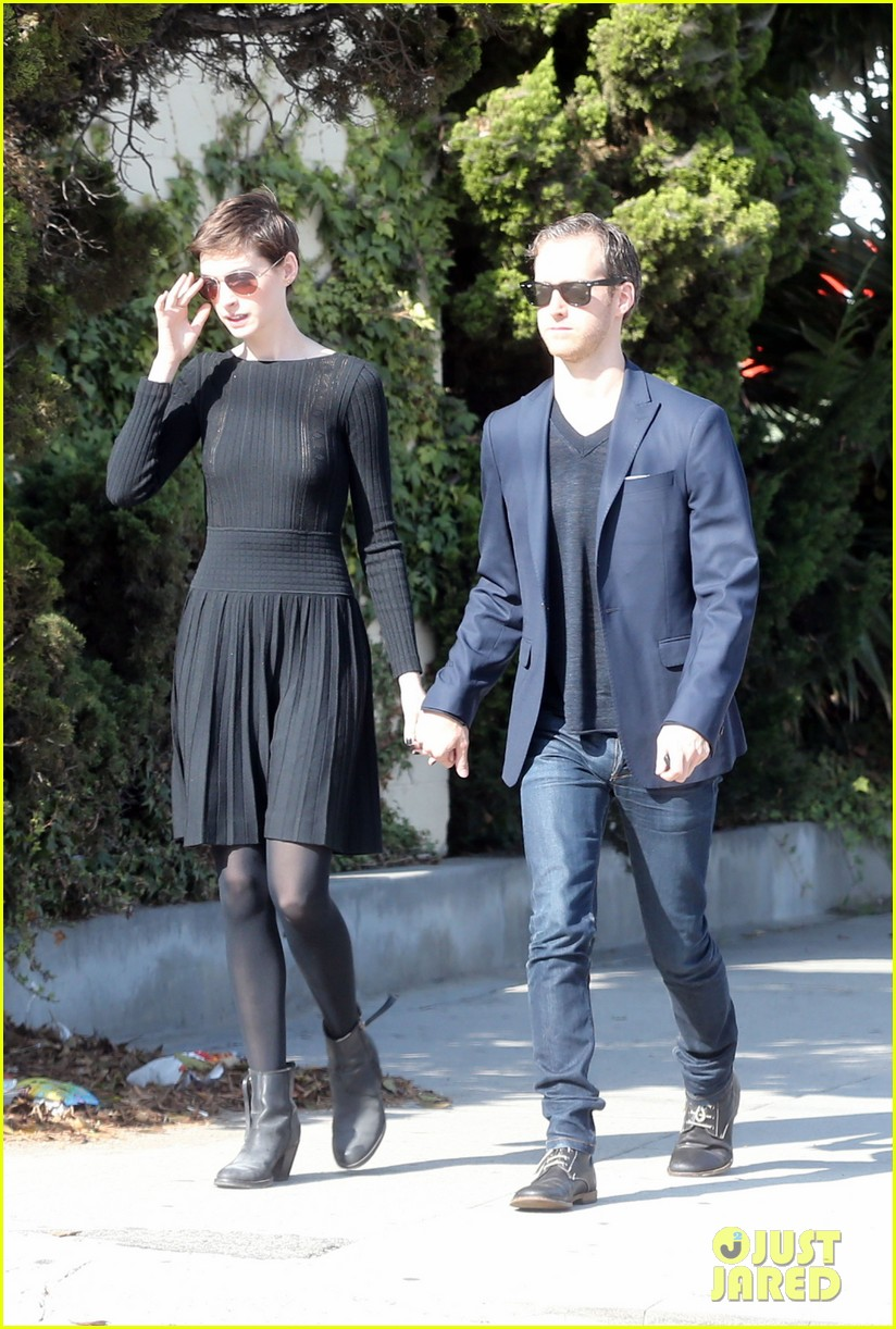 anne hathaway temple services adam shulman 152724122
