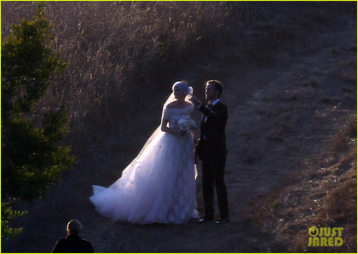 anne hathaway wedding pictures adam shulman 19