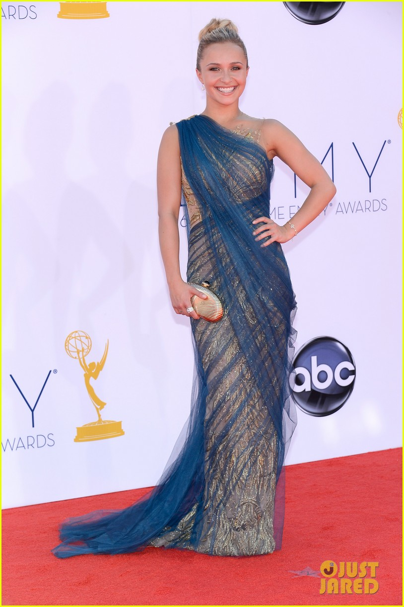 hayden panettiere connie britton emmys 2012 red carpet 03