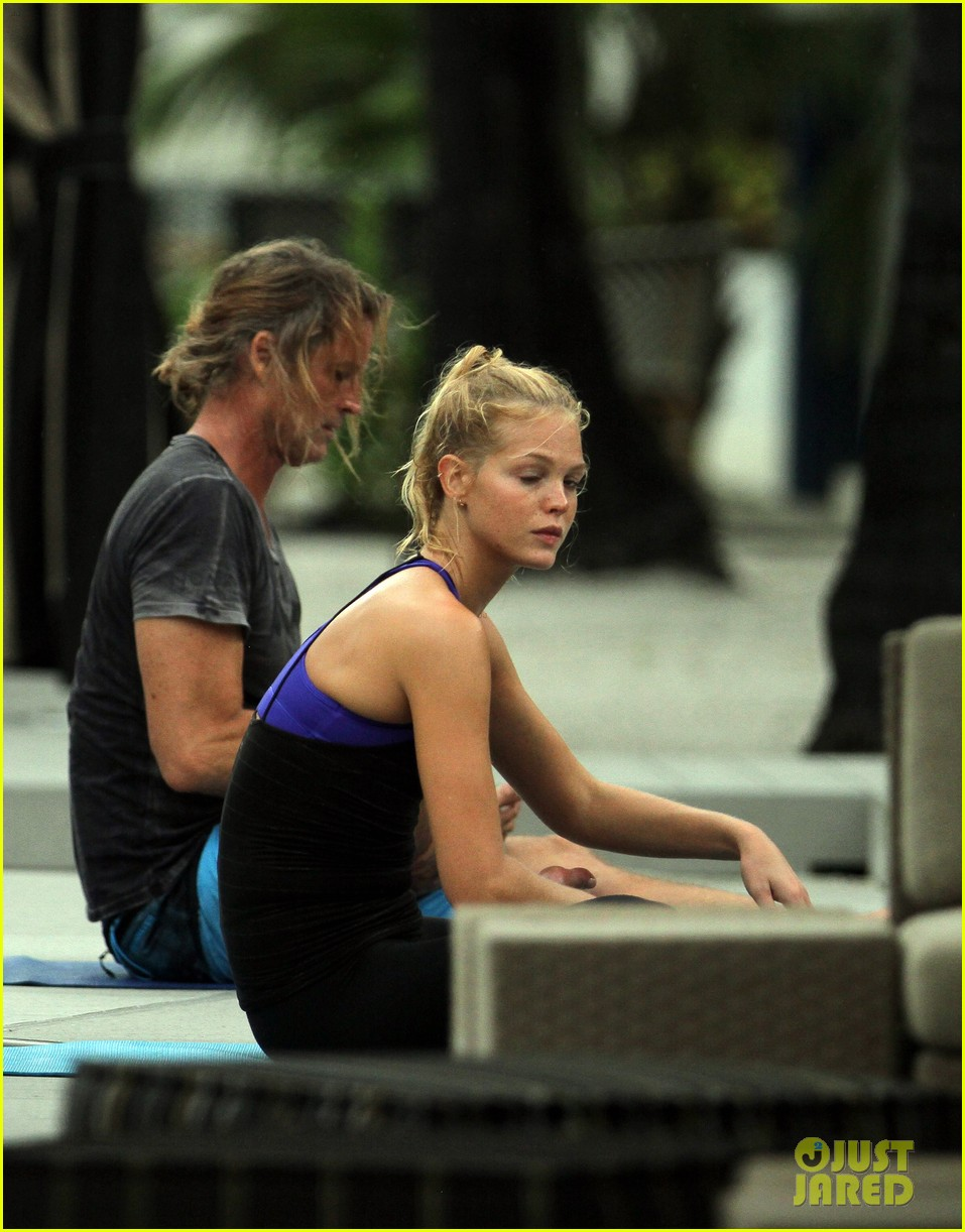 erin heatherton yoga gal 042720150