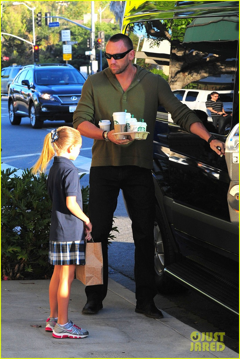 heidi klum starbucks run with kids 02