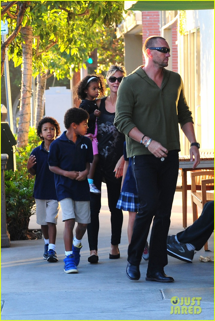 heidi klum starbucks run with kids 07