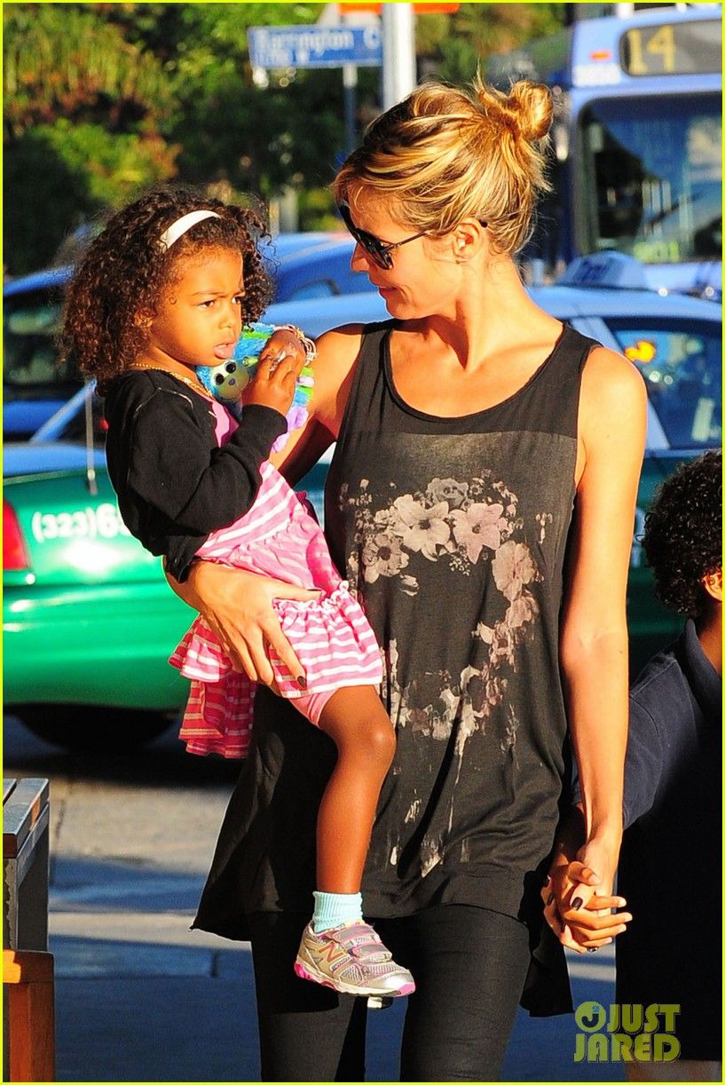 heidi klum starbucks run with kids 09