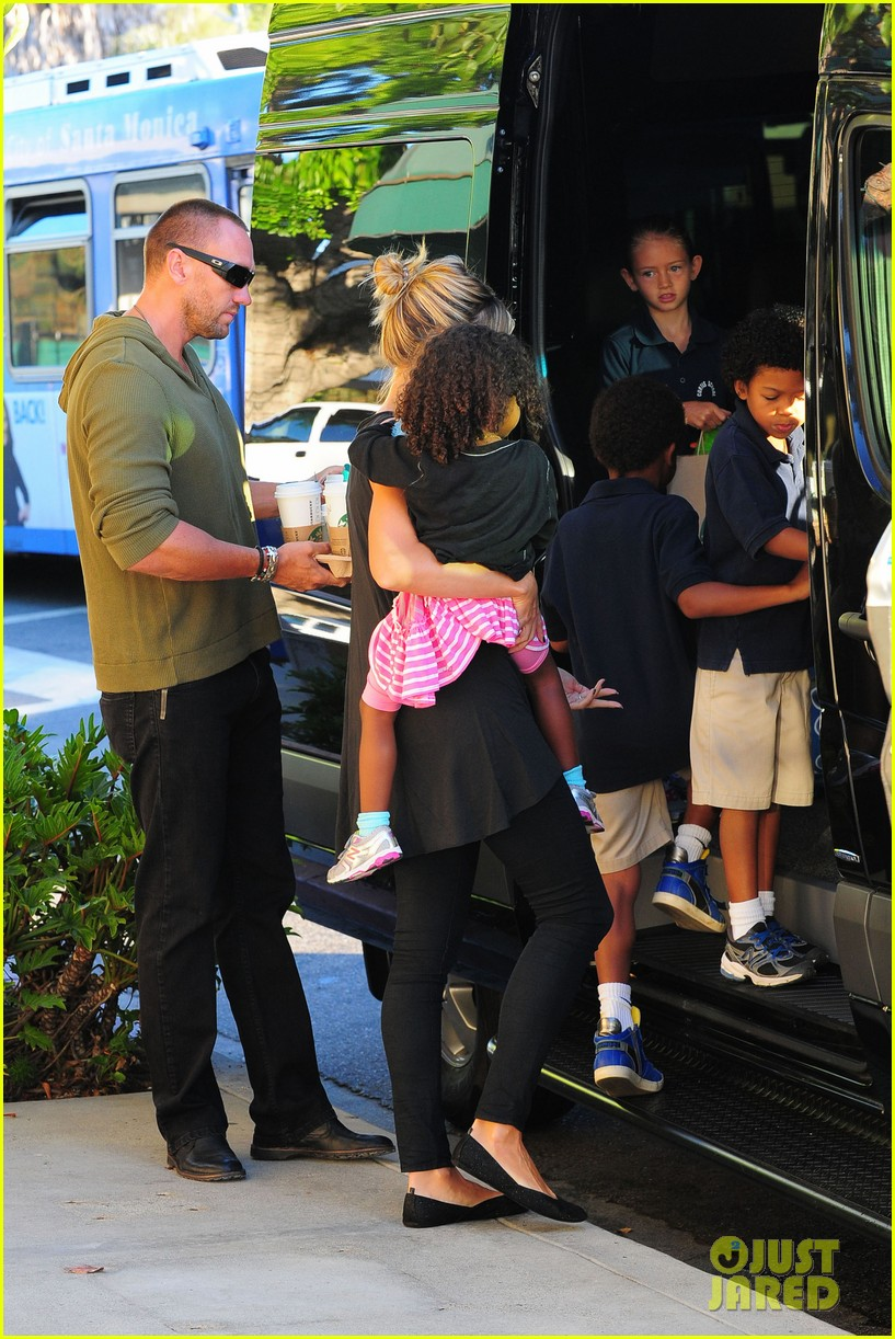 heidi klum starbucks run with kids 122725143