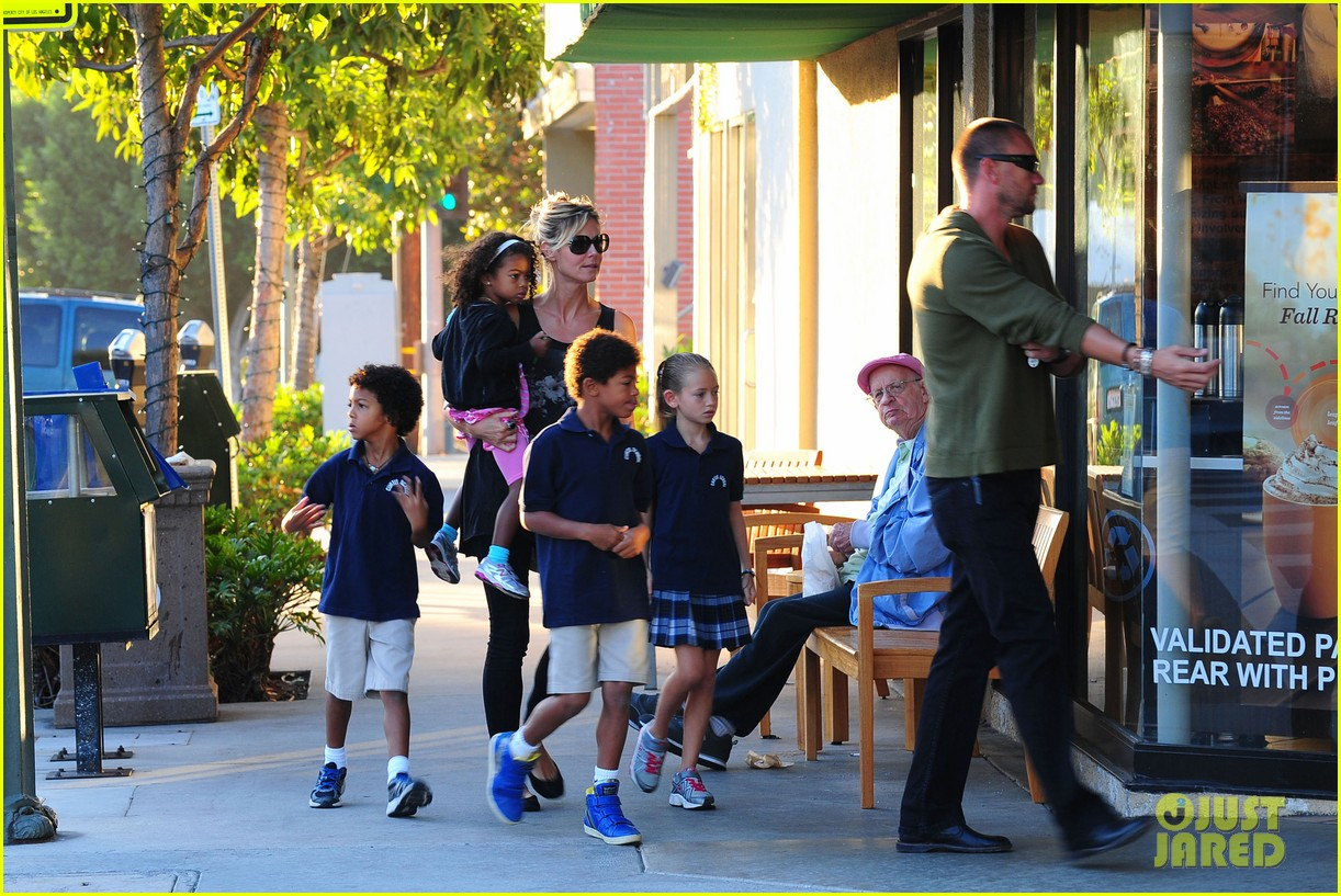 heidi klum starbucks run with kids 13
