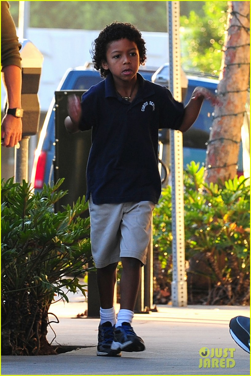 heidi klum starbucks run with kids 15