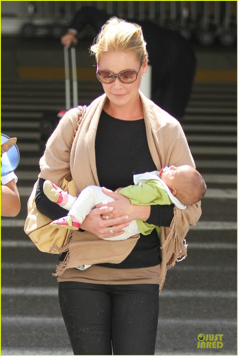 katherine heigl lax departure with mom 04