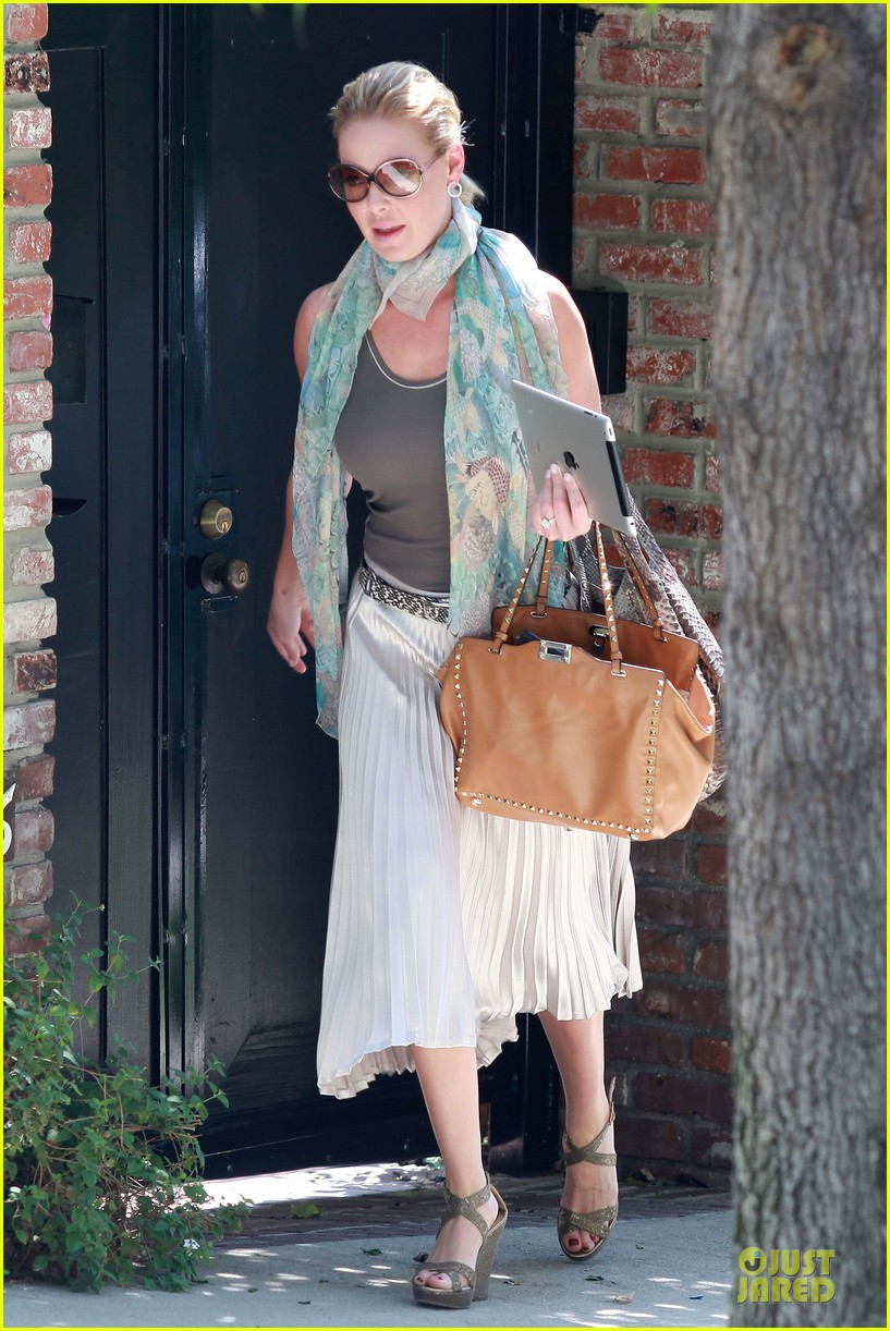 katherine heigl lax departure with mom 16