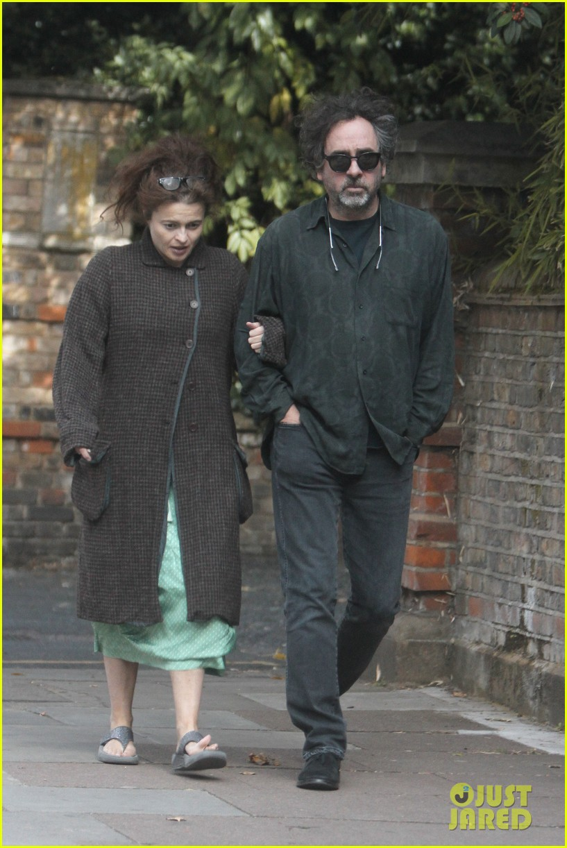 helena bonham carter tim burton link arms london 01