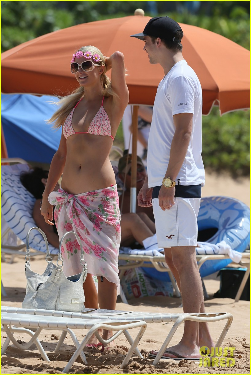 paris hilton river viiperi hawaiian beach vacation 19