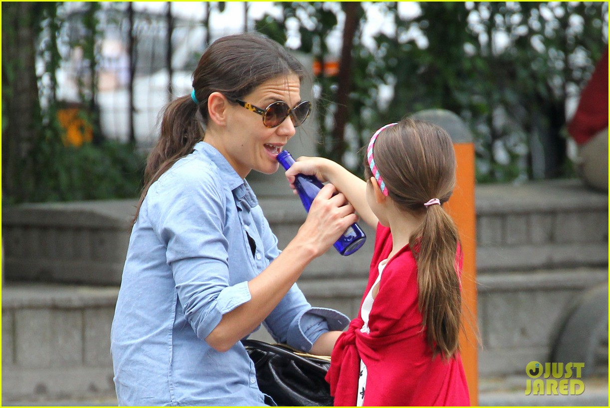 suri cruise katie holmes little red riding hood 14