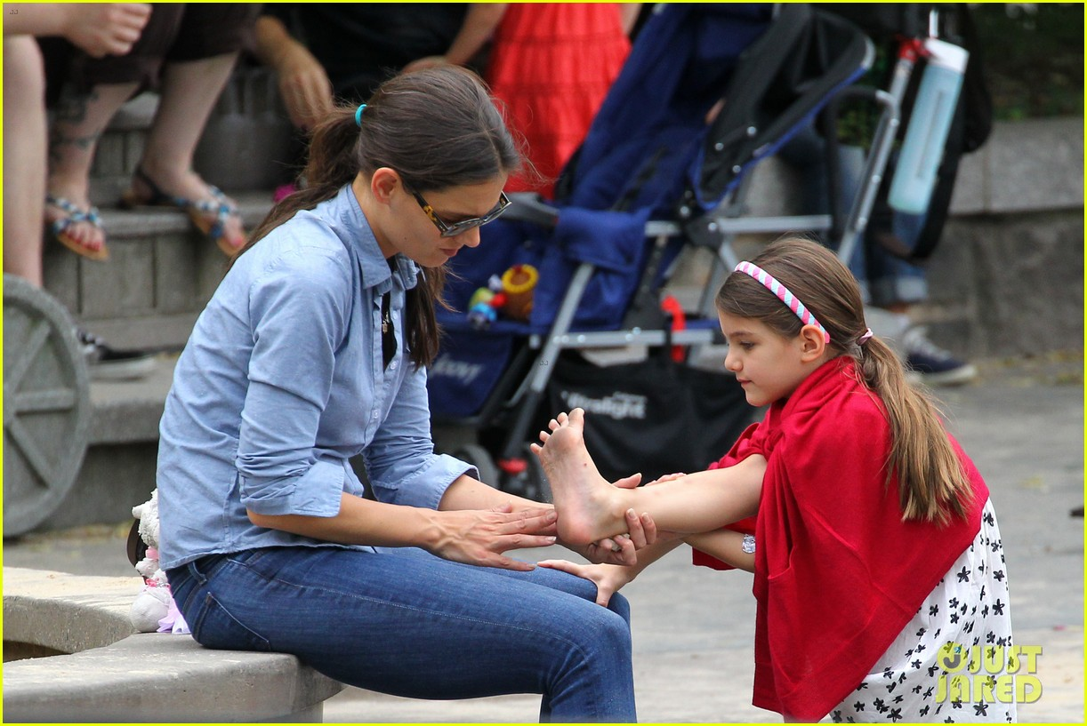 suri cruise katie holmes little red riding hood 21