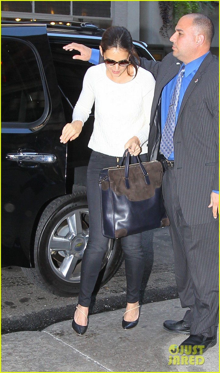 katie holmes lunches after holmes yang show 07