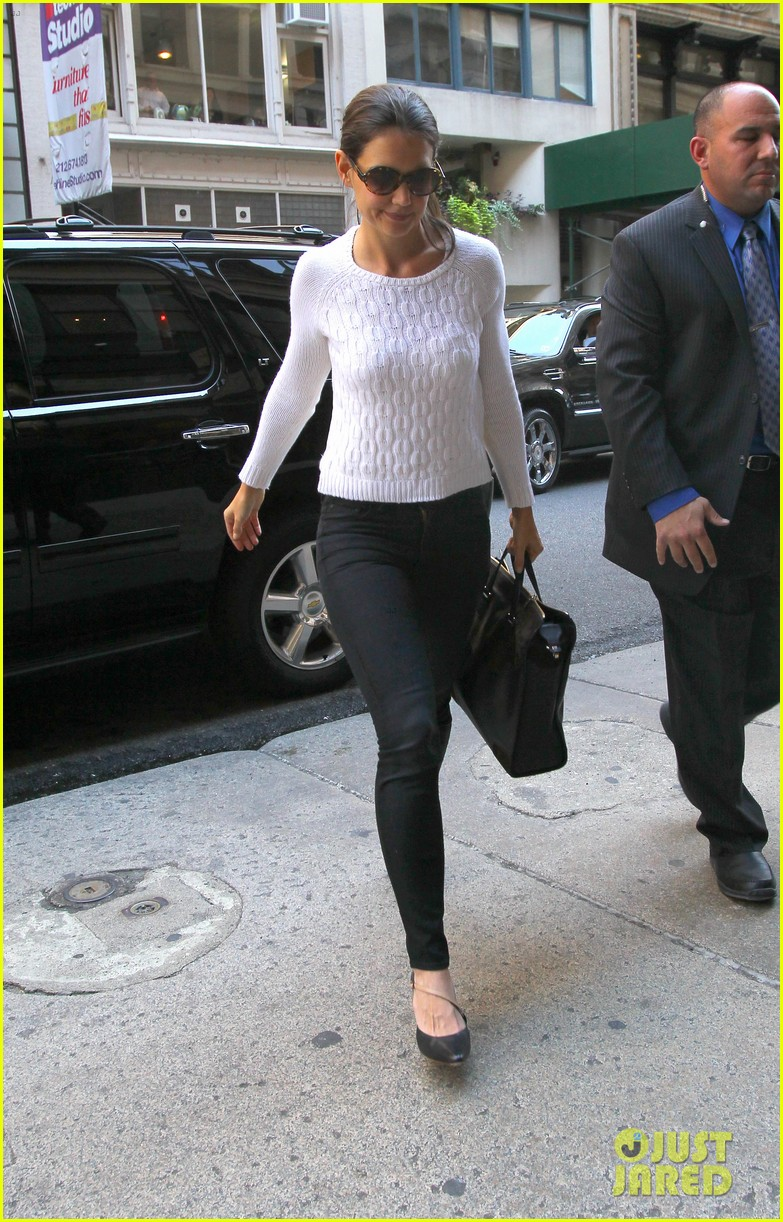 katie holmes lunches after holmes yang show 08