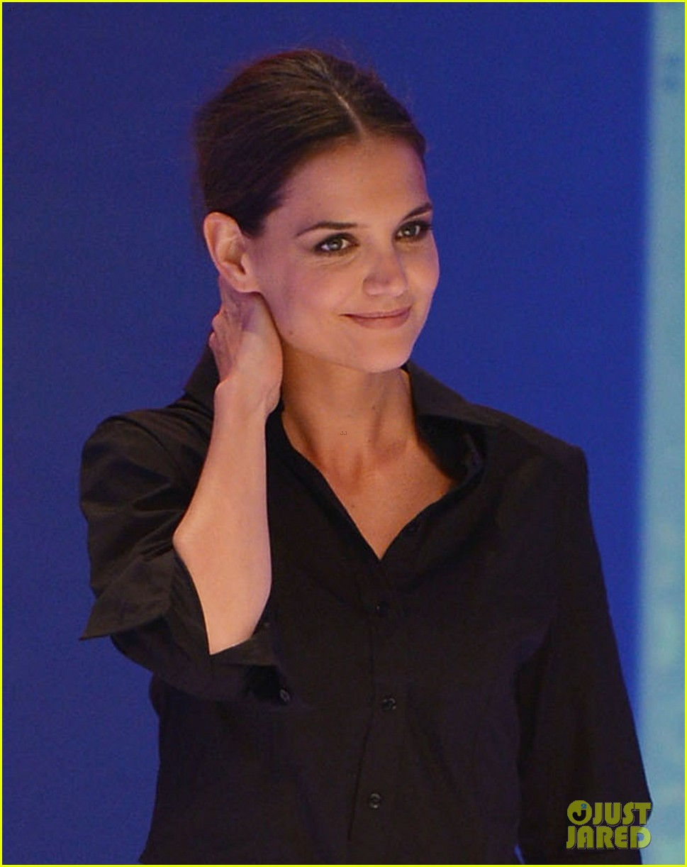 katie holmes first appearance since tom cruise divorce 02