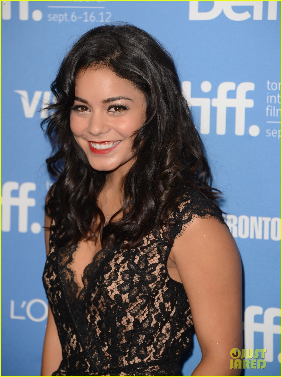vanessa hudgens selena gomez spring breakers photo call toronto 04
