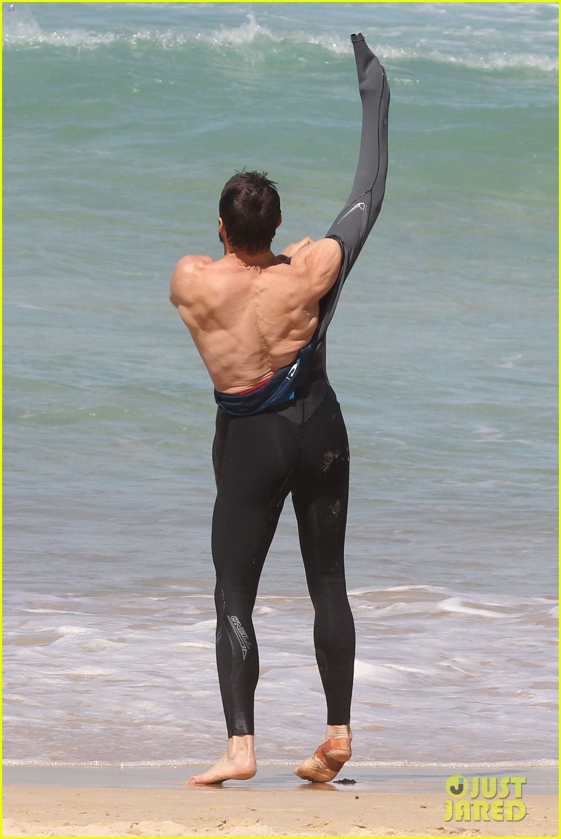 hugh jackman shirtless at bondi beach 03