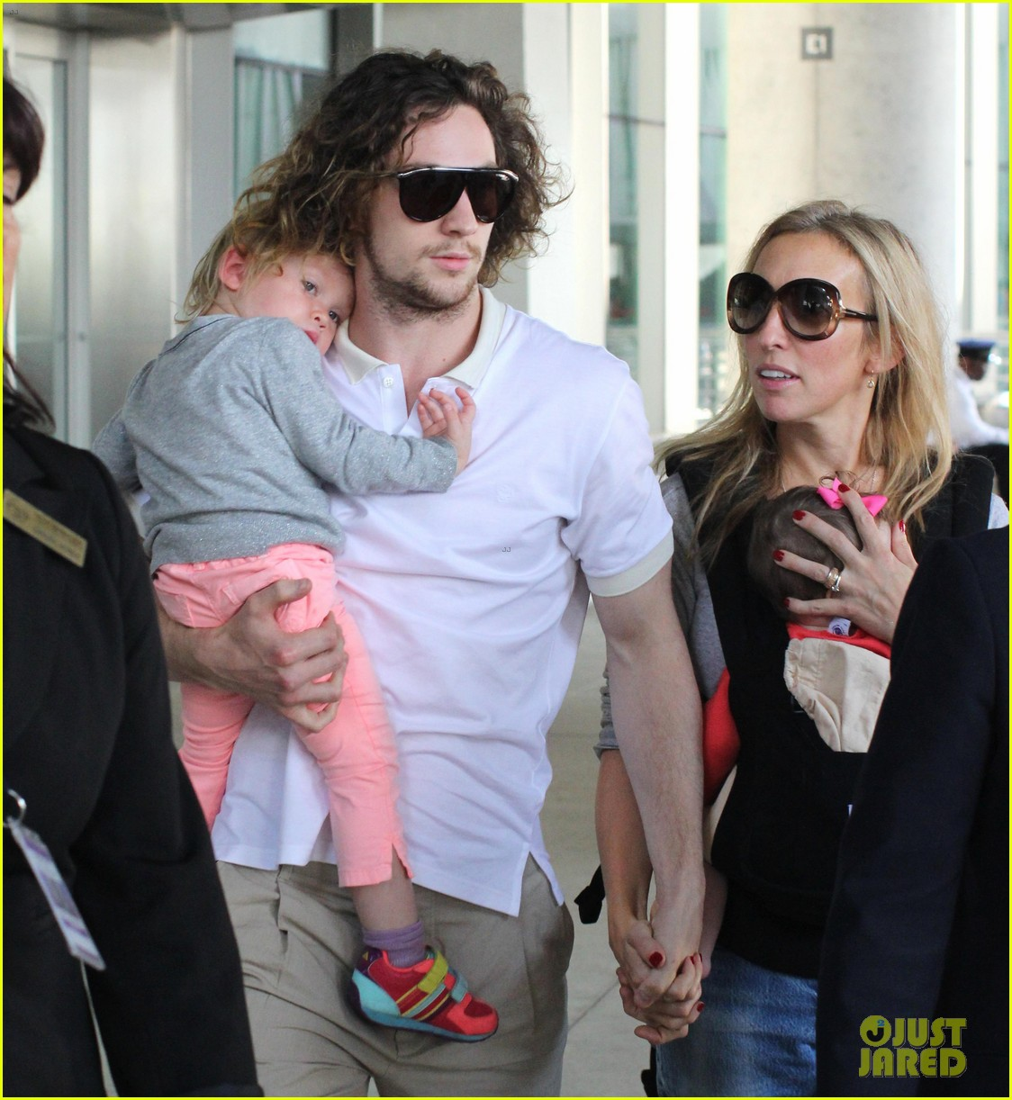 aaron taylor johnson airport with sam wylda rae romy hero 11