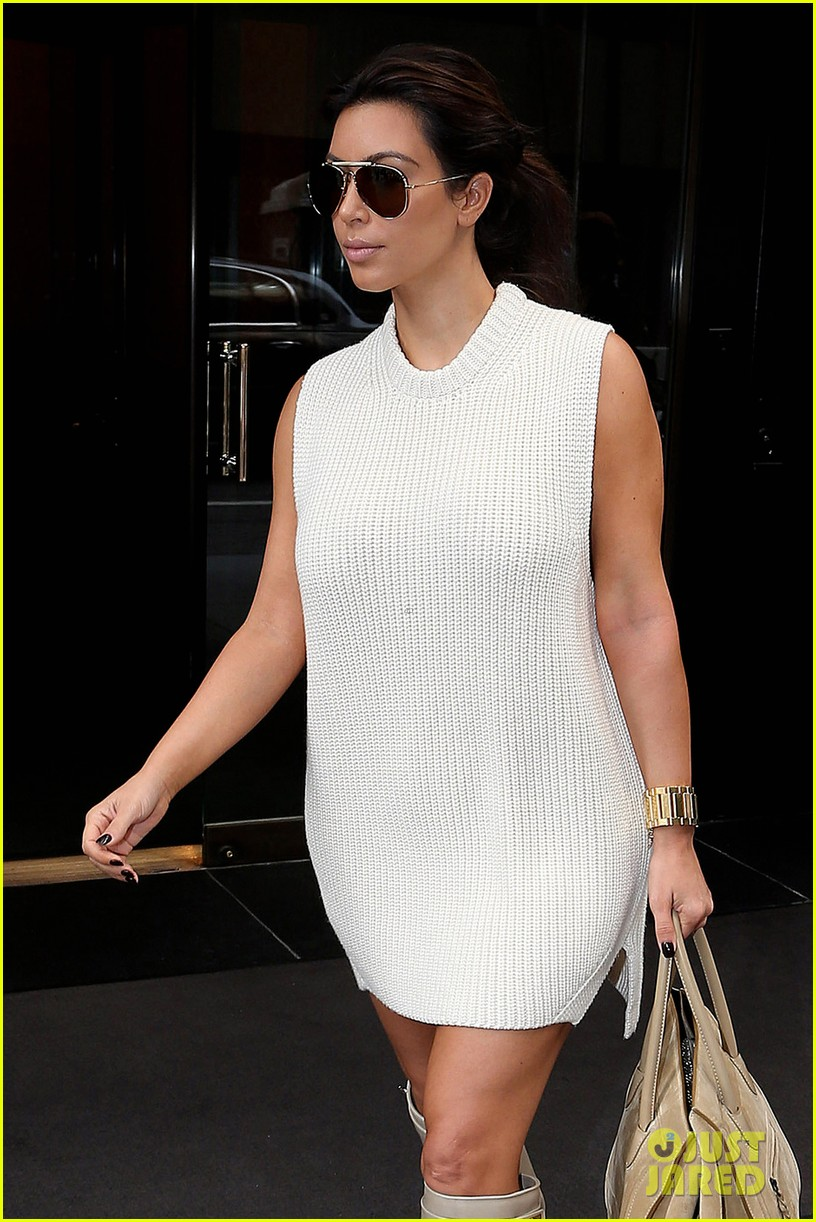 kim kardashian perfume signing for fashions night out 04