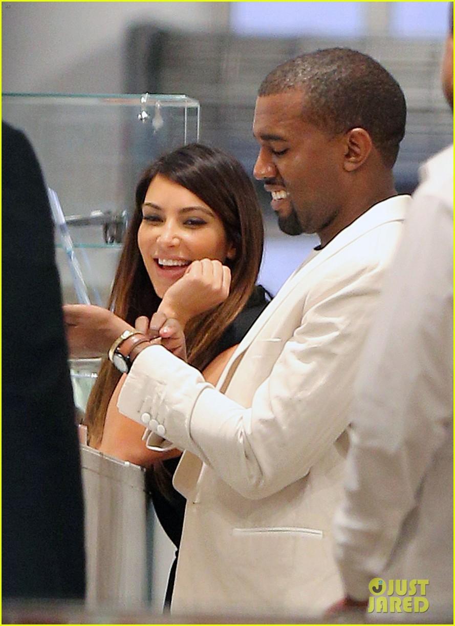 kardashian nyc shopper 08