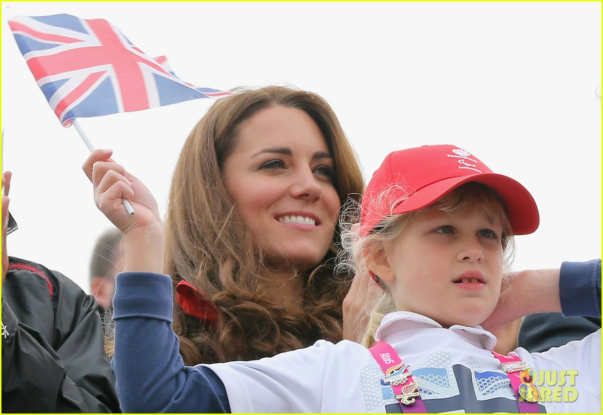duchess kate cheers on rowing paralympics 03