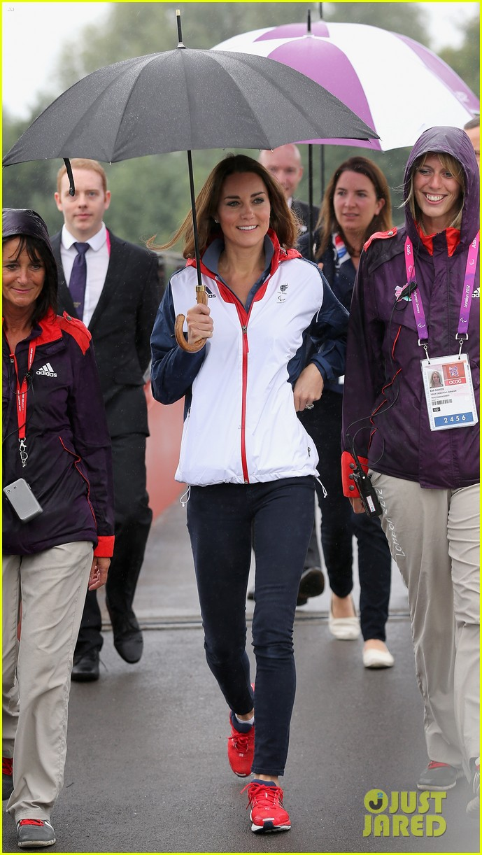 duchess kate cheers on rowing paralympics 04